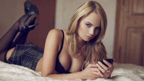 Frauen mit Sexting beim digitalen Dirty Talk heiß machen